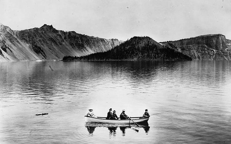 Crater_Lake_boat_1912
