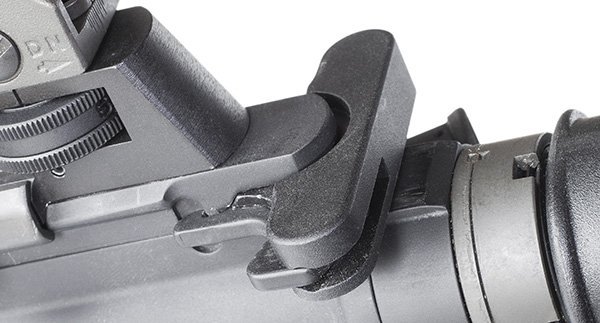 A standard charging handle is used on the M400.