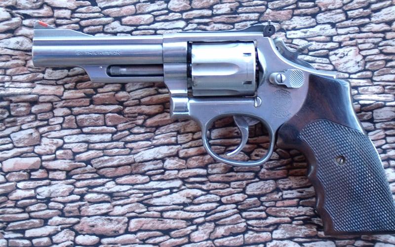 modern-pistolero-3