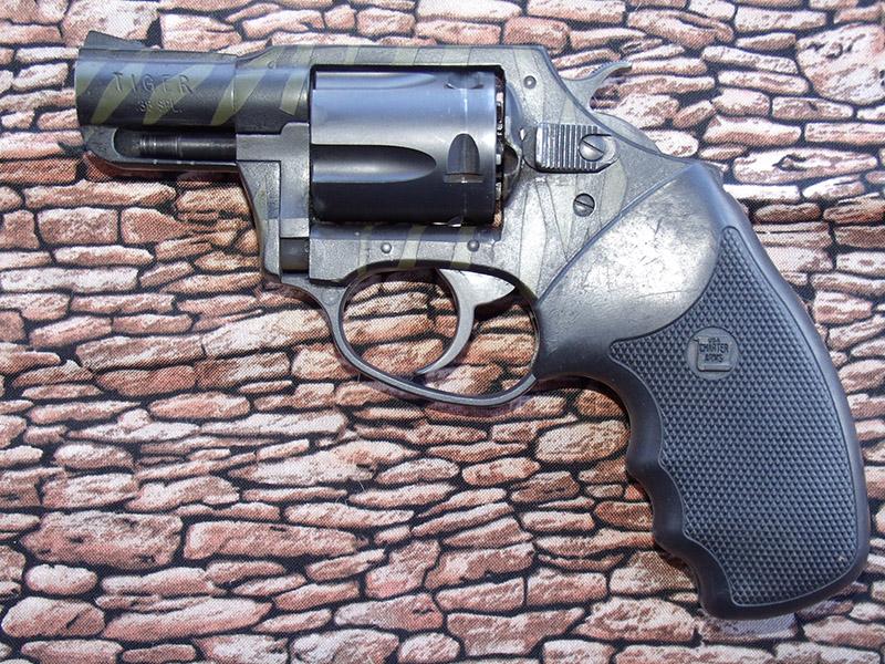modern-pistolero-4