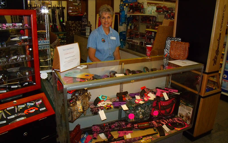 selling-handgun-women-1