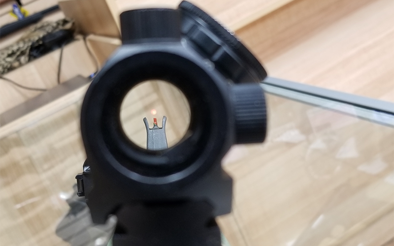 red-dot-vs-iron-sight-4